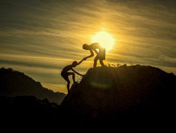 Пет стратегија за подизање моралне и брижне деце