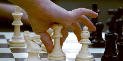 Не знаш да играш шах!?